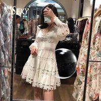 Gosexy Новинка 2019 года кружево V вырезом, с длинными рукавами крючком трапециевидной формы мини платье с коротким и широким подолом Белый Цвето