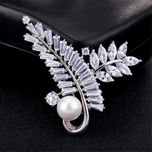 Hottest Imitation Pearl Brooch Pin Zircon Leaf Design Brooch Coat Badge Jewelry Accessories rhinestone artificial pearl leaf brooch