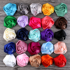 Image 2 - (120 pçs/lote 25 cores de volta plana mini fita de cetim rosa flor acessórios rosetas roladas à mão para grampo de cabelo ou bandana