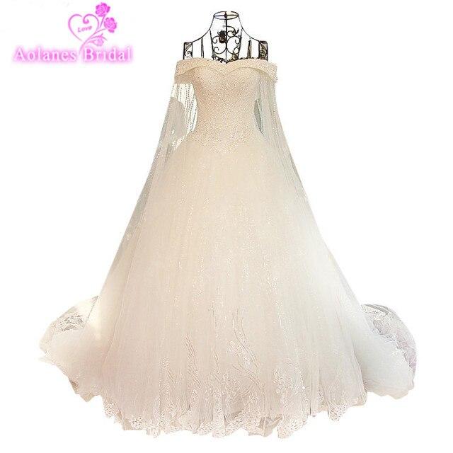 52888ce6aa6 Elegante Ballkleid Elfenbein Spitze Pailletten Hochzeit Kleid 2017  Kristalle Perlen Weg Von der Schulter Cape Vestido