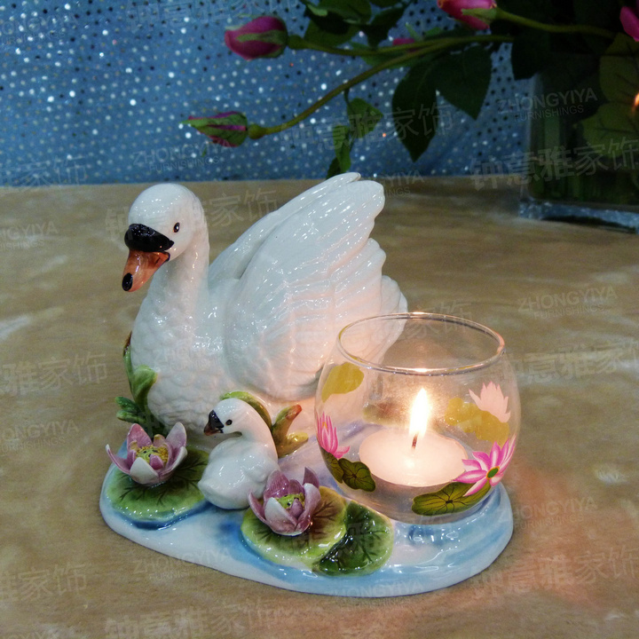 Heart warming porcelain swan maternal love sculpture for Room decor embellishment art