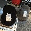 2016 de Invierno Sombrero de Lana Skullies Gorros de Punto Parche Gato de Dibujos Animados Dedo Medio Fuck Diseñador Hembra Sombrero Gorros Para Hombres de Las Mujeres