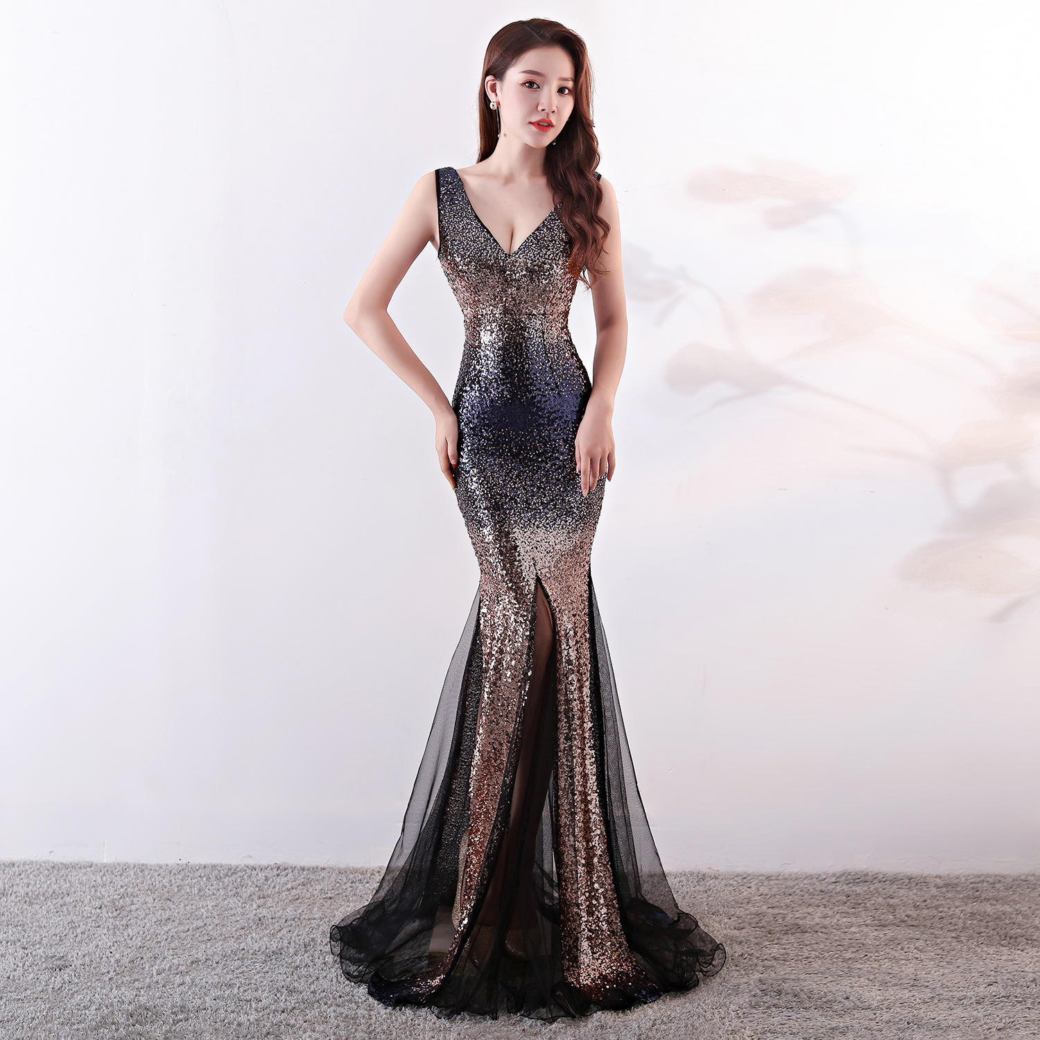 New Mermaid   Evening     Dress   Reflective Fish Tail Sequin Color Fade Navy Sexy V Neck Prom Party Gown For Wedding Gown De Fiesta