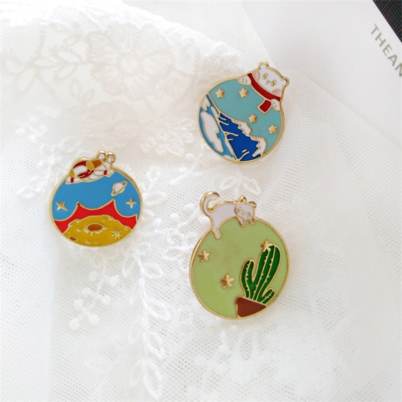 2019 Cartoon Animal Snow Mountain Cactus Astronaut Planet Brooch Fashion Badge Enamel Alloy Shirt Pins Women's Jewelry Kids Gift