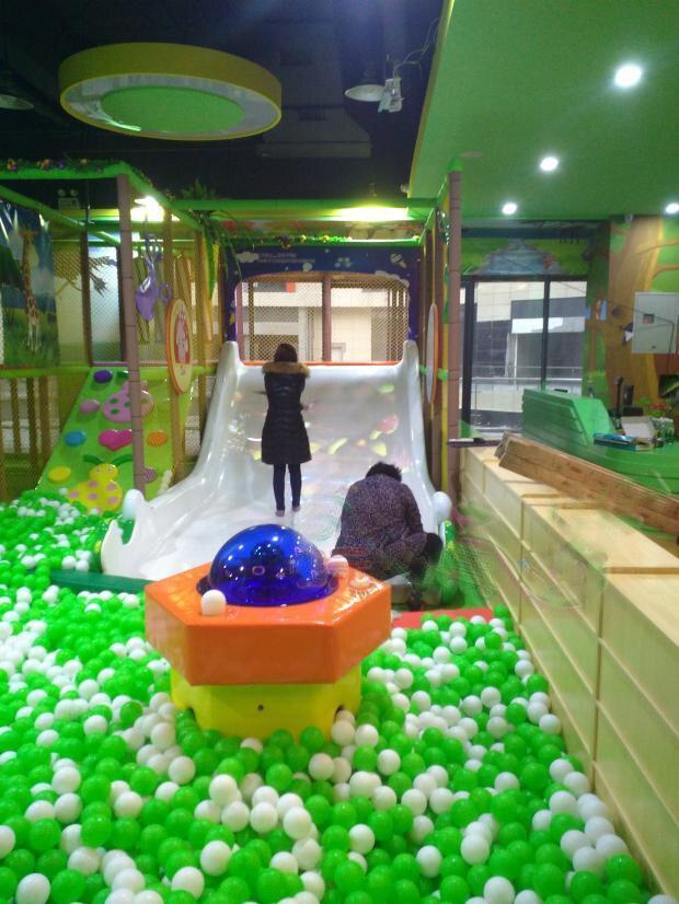 Système de projection interactif 3D aire de jeux intérieure enfant avec sensation de corps toboggan projecteur jeu d'interaction toboggan en plastique