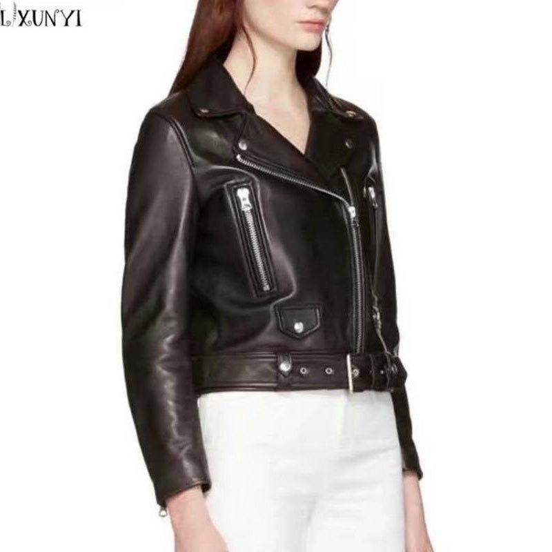 женские кожаные куртки на осень с молнией на рукаве