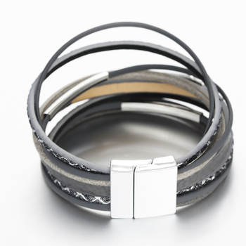 Display of magnetic clasp on leather bracelet product