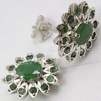 Chanti международных одноцветное сверкающий Серебряный изумруды multistone Пуссеты Серьги 1.4 см Jewels