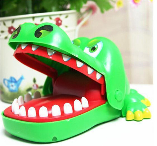 Novelty Crocodile Bites Hand Toy Prank Joke Toys for Children, Plastic Gags Practical Jokes Trick Toys Free Shipping