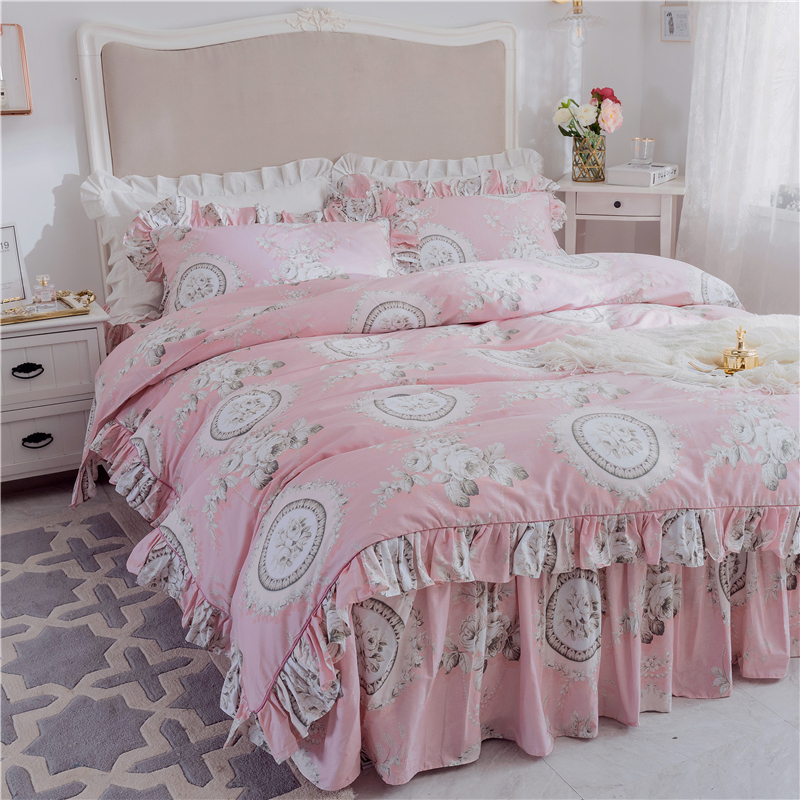 Hot Sale Luxury Duvet Cover Ruffle Set King Queen Twin Size 3pcs set Geometrical American Bedding sets pink flower bed skirt setHot Sale Luxury Duvet Cover Ruffle Set King Queen Twin Size 3pcs set Geometrical American Bedding sets pink flower bed skirt set