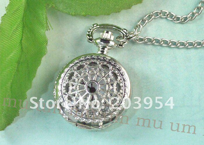 Часы Новое поступление 10 шт. новые серебряные ожерелья Человек-паук Подвески на цепочках Кварцевые женские карманные часы мужские подвески