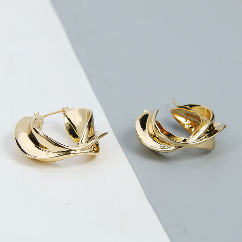 New Arrival Gold Hammered Metal Twist Leaf Feather Minimalist Clip Earrings Fashion Korean Chic Ear Jewelry Party Accessories in Clip Earrings from Jewelry Accessories