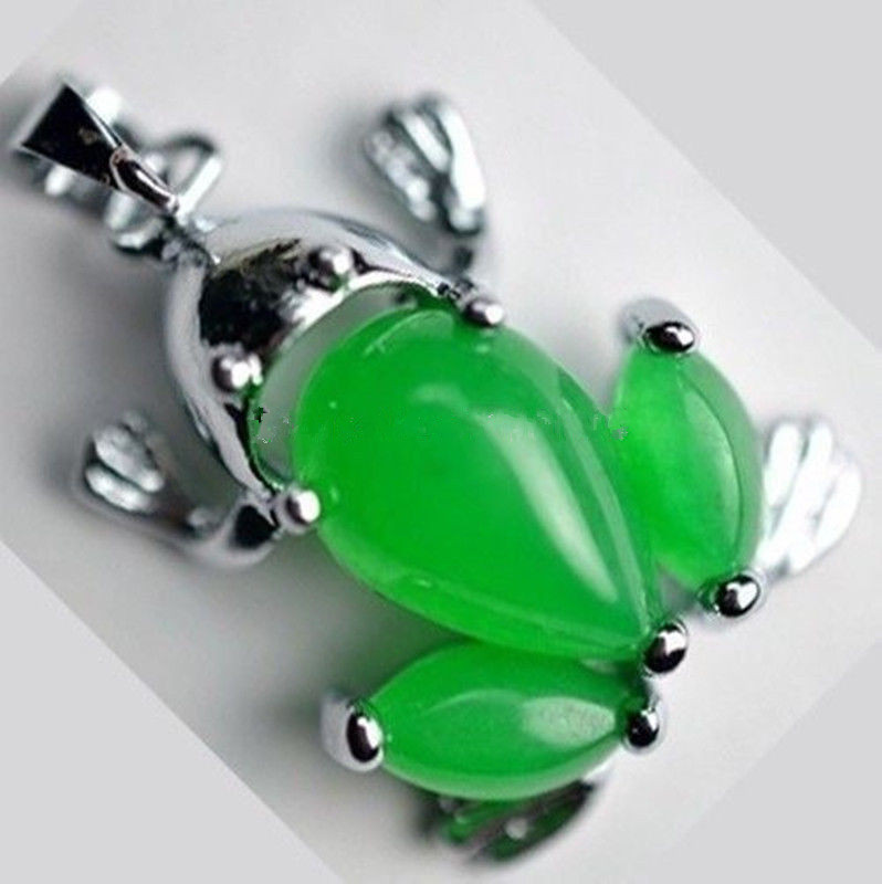 Free shipping beautiful pendants Malay jade