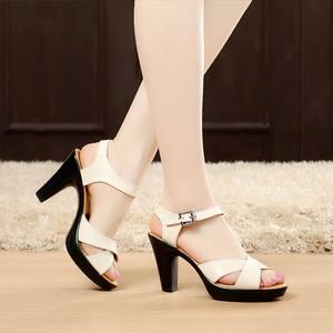Image 3 - 女性ハイヒール夏の女性の靴デザイナーグラディエーターサンダルハイヒールセクシーなピープトウクロスバンドブロックハイヒール黒 sandalias