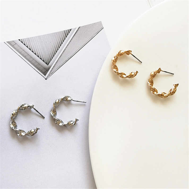 2018 Fashion earrings Retro geometric earrings delicate women golden silver earrings Ms gift