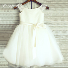 Lace Cap Sleeves Little Girl Cute Ivory Flower Girl Dresses 2019 Formal Communion Tulle Mini Gowns For Kids Wedding Party Cheap bling beading white ivory lace appliques long sleeves flower girl dresses lovely kids wedding birthday party ball gowns