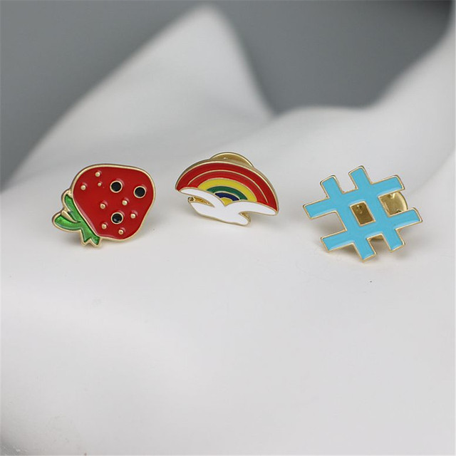 2017 free shipping fashion women New Jewelry wholesale Rainbow Strawberry brooch female  Exquisite accessories SET