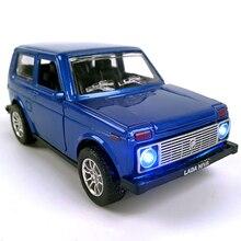 سيارة مصنوعة من خليط معدني بمقياس 1:28 سيارة لادا نيفا بمقياس 1:32 طراز Priora/2106 قابلة للجمع لعبة سيارة يمكن سحبها للخلف مع صوت وضوء