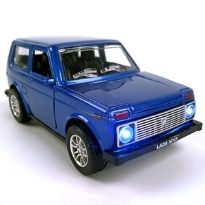 Image 1 - סגסוגת Diecast רכב 1:28 סולם לאדה ניבה 1:32 סולם Priora/2106 דגם רכב אספנות צעצוע למשוך בחזרה רכב עם קול & אור