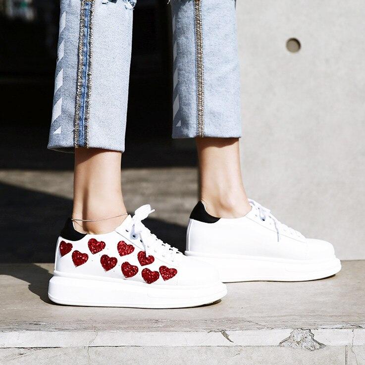 Ayakk.'ten Vulkanize Kadın Ayakkabıları'de Ilkbahar/Sonbahar Kadın platform ayakkabılar Sneakers Moda kalp rahat ayakkabılar Kadınlar Dantel up Düz platform ayakkabılar Kalın alt'da  Grup 2