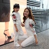 Mamma e Figlia Che Coprono Gli Insiemi Famiglia Corrispondenza Abiti Autunno Inverno Moda Stampa Costume Madre Figlia Vestiti Famiglia Sguardo