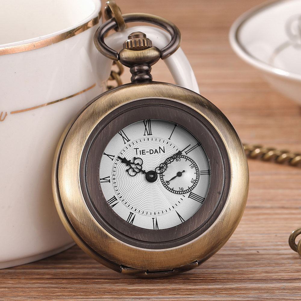 Retro Steampunk Bronze Mens Pocket Watch With Chain Hollow Roman Dial The Seconds Quartz Watches Mens Womens Relogio de bolso retro big pocket watches with fob chain running steam train antique style quartz watch pendant unisex gifts relogio de bolso