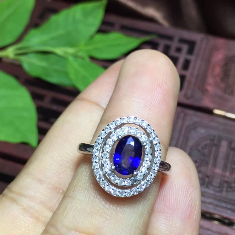 Natural sapphire Ladies Ring real 925 Silver The color is pure and the quality of the blue is good. The shopkeeper recommends the good mother