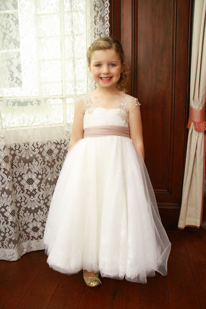 d74500e4b24 Flower Girl Dresses 2017 vestido de 15 anos Elegant Lovely Cap Sleeve Lace  Kids A Line Flower Girl Dress For Communion
