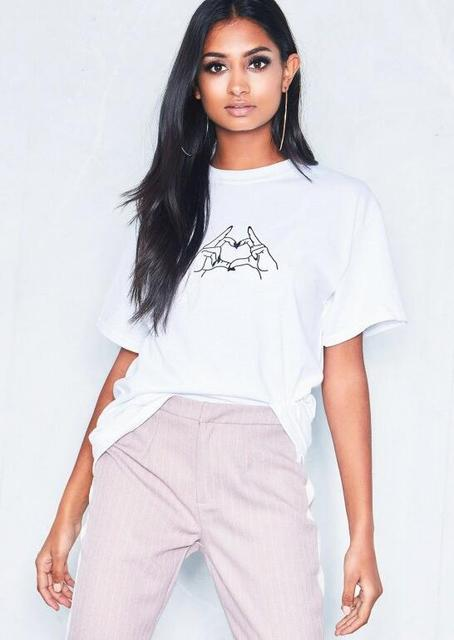 2497aa60c4 White Heart Hands Graphic T-Shirt hands Heart Harajuku Hipster Tee Fashion  Clothing 90s Heart