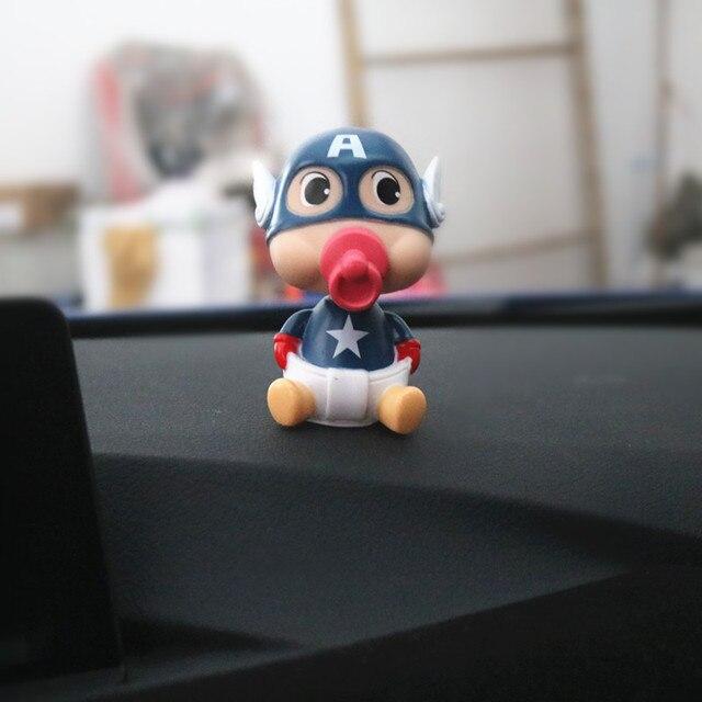 Ornamento do carro ABS Bico Do Peito Do Bebê Balançando A Cabeça Da Boneca Para O Capitão América Bonito Decoração de Interiores de Automóveis Presentes Modelo de Figura de Ação