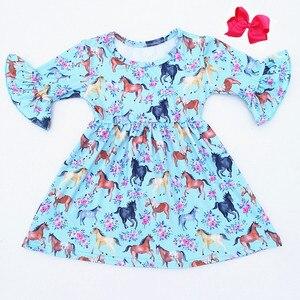 Image 1 - 베스트 셀러 가을/말 인쇄 짧은 소매 드레스 빈티지 소녀 우유 실크 드레스 10 대 소녀 일치 액세서리