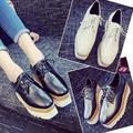 Горячие Продажи Женщин Площади Toe Лакированной Кожи Платформы Обувь Оксфорд Кружева Новая Мода Дерби Обувь Beige Черный Серый Акцентом обувь