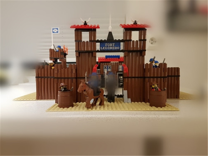 742Pcs Genuine Building Series The Idian Cowboy`s Castle Set Educational Building Blocks Bricks Figures Toys Model Gift lepin 16017 castle series genuine the king s castle siege set children building blocks bricks educational toys model gifts