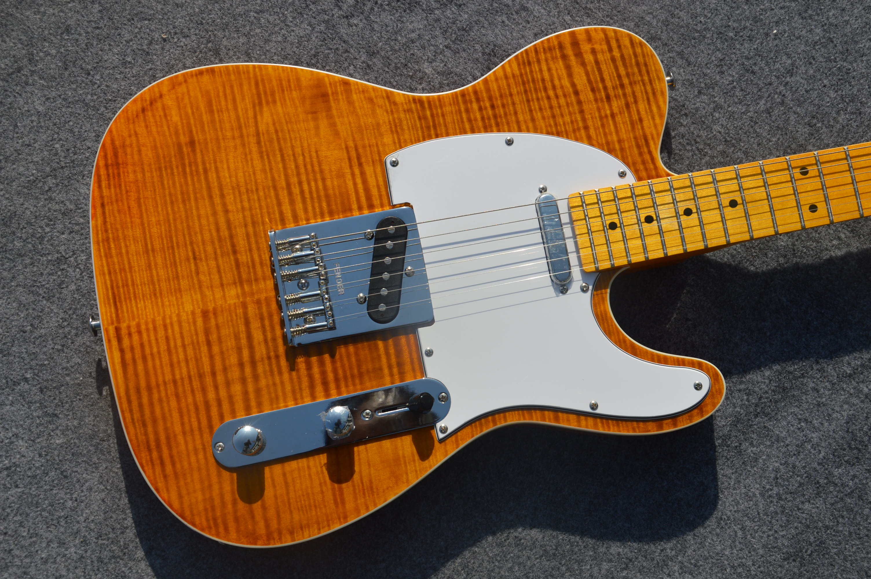 Manufacturers custom shop 2019 new TL electric guitar MAPLE fingerboard yellow wood 6 string electric guitar free shippingManufacturers custom shop 2019 new TL electric guitar MAPLE fingerboard yellow wood 6 string electric guitar free shipping