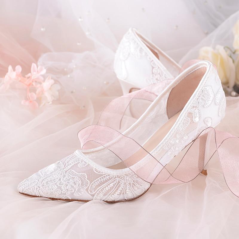 Nouvelles mariée blanc chaussures fleur veines belle inférieure 5cm 7cm talons moyens bout pointu robe de mariée pompes femmes chaussures Air Mesh