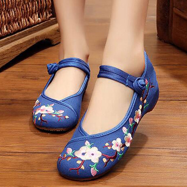 Vintage Embroidery Shoes Autumn old Beijing Chinese plum embroidered cloth shoes national dance Single Soft shoes size 34-41