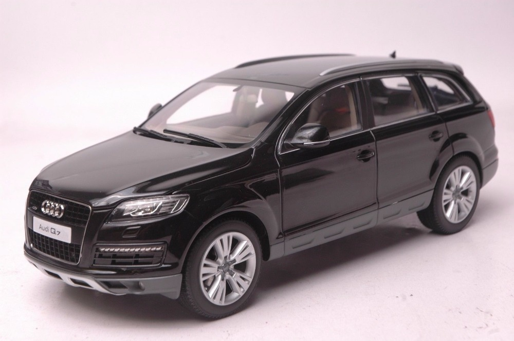 1:18 Diecast Model for Audi Q7 2010 Black SUV Alloy Toy Car Miniature Collection Gift 1 18 diecast model for jeep compass 2017 silver suv alloy toy car miniature collection gift
