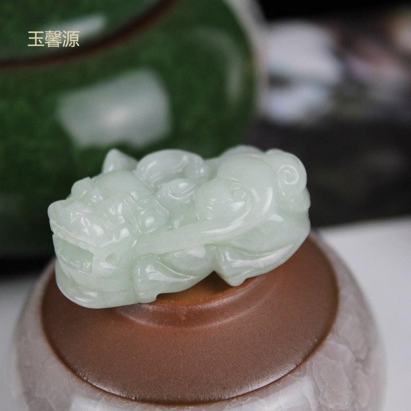 Yu xin yuan beaux bijoux sculpture naturelle symbolisent la prospérité et la bénédiction du collier pendentif Jade émeraude femmes hommes