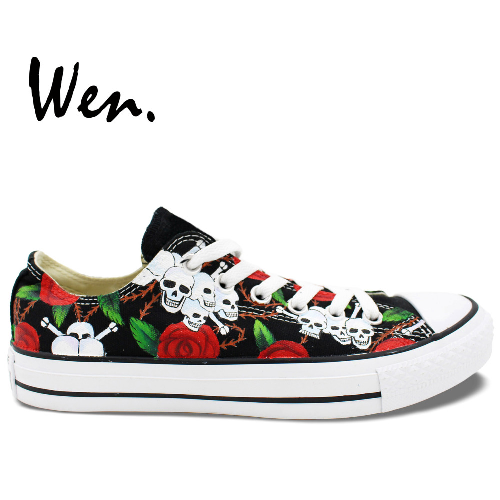 Prix pour Wen Original Peint À La Main Chaussures Custom Design Roses Crânes Noir Low Top Toile Sneakers Hommes de Femmes De Noël Cadeaux D'anniversaire