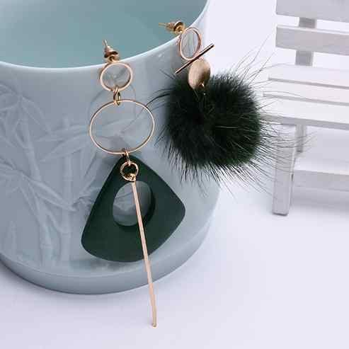 Moda damska asymetryczne czarne kolczyki z kulką do włosów kobiece osobowości kolczyki drewniane Temperament długie pluszowe geometryczne kolczyki
