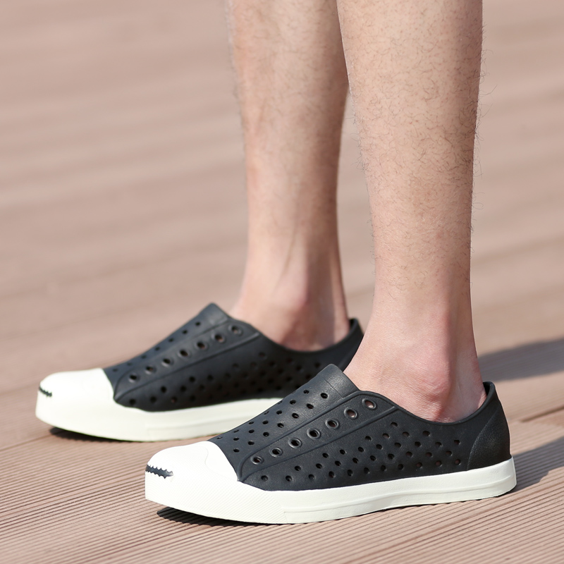 2017 Fashion Lovers Hole Shoe Men Native Jefferson Shoes Sandals Brand Flat  Casual Native Summer Shoes superstar shoes size35 44-in Men s Sandals from  Shoes ... 6b3f28f70569