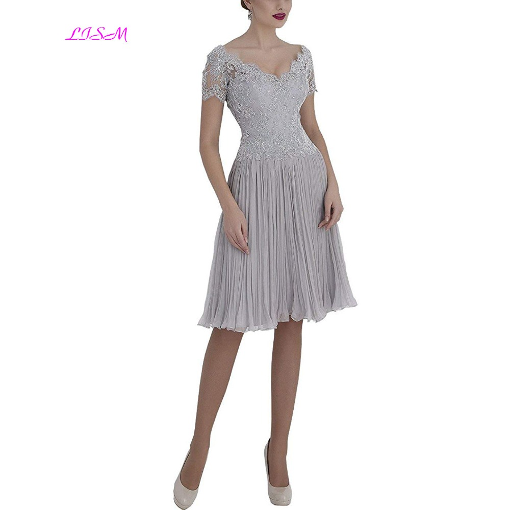V-Neck Silver-Grey Lace Mother Of The Bride Dresses Short Sleeve Knee Length Appliques Mother Dress Elegant Evening Formal Gowns