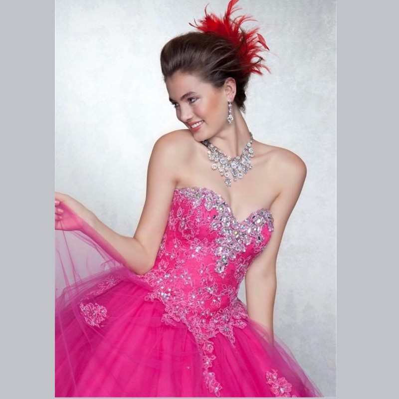 2015-Classical-Tulle-Ball-Gown-Quinceanera-Dresses-With-Exquisite-Beading-and-Crystals-Quinceanera-15-Years-Vestidos (1)