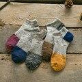 10 unidades = 5 pares nuevo 2016 cable personalidad de entonado de colores de estilo nacional calcetines cortos masculinos calcetines de Algodón, los hombres calcetines de verano