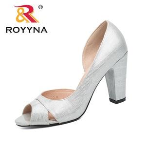 Image 2 - ROYYNA نمط جديد النساء مضخات الضحلة النساء أحذية عالية الكعب سيدة أحذية الزفاف مريحة ضوء حجم 5.5 8.5 شحن مجاني