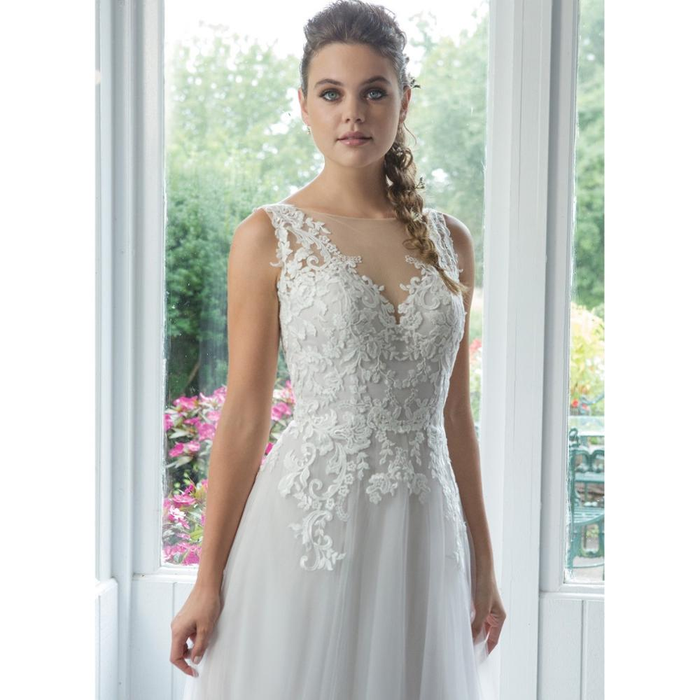 2019 New Arrival Elegant Plus Size Wedding Dress Boat Neck Backless Lace Appliques Formal Princess Bridal Gown Robe De Soiree in Wedding Dresses from Weddings Events