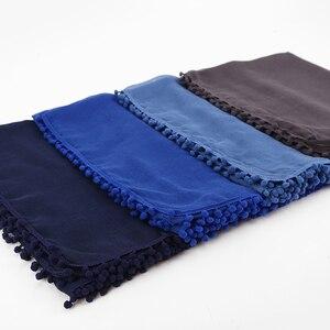 Image 3 - Écharpe en coton pour femme, écharpe dhiver avec des boules de Pom, châle avec boule unie, Hijab, bandeau musulman, 13 couleurs, 180x80cm, 1 pièce