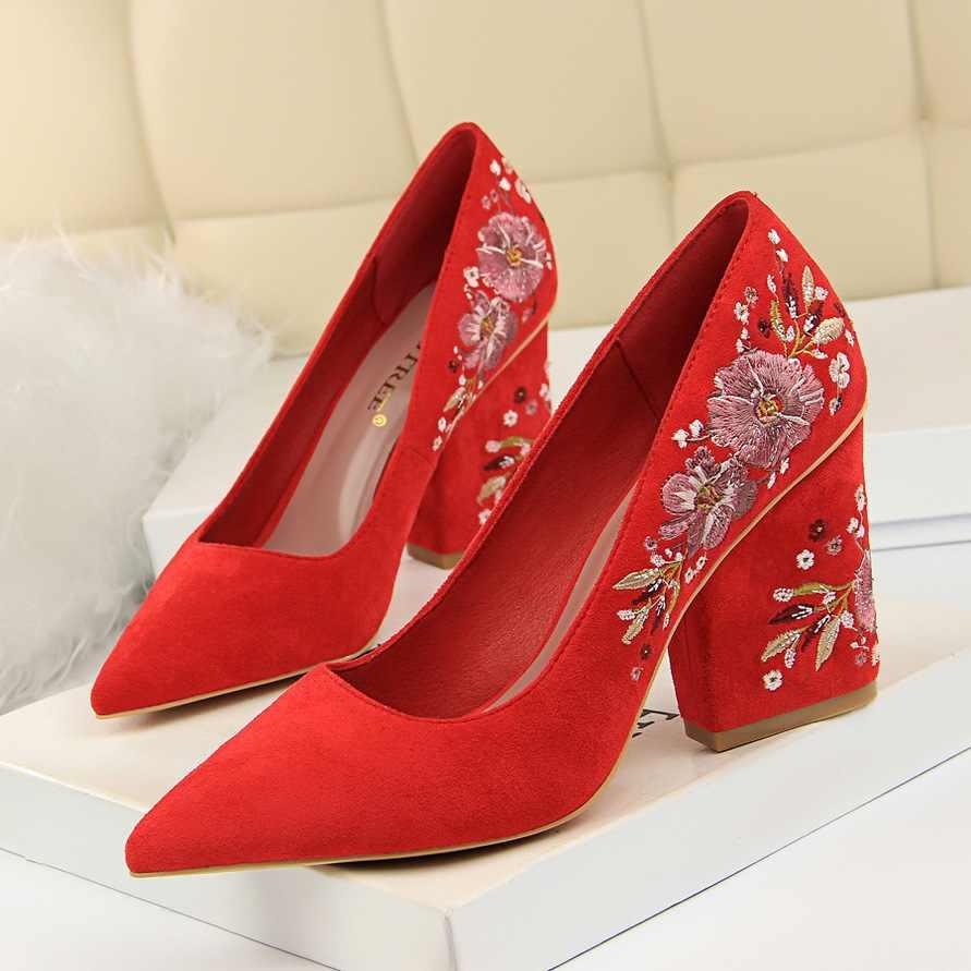 2019 retro sexy nachtclub hoge hak vrouwen schoenen wedge met dik met hoge hak borduurwerk lijn bloem schoenen