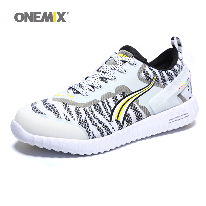 ФОТО ONEMIX New Arrival Men Sport Shoes Breathable Mesh Jogging Running Shoes for Men Lace Up Athletic Sneakers Factor Sale 1126