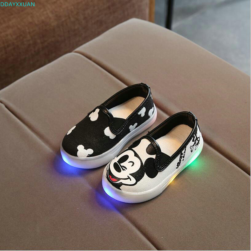New 2018 European cute princess slip on boys girls shoes LED lighted fashion baby kids sneakers high quality children shoes